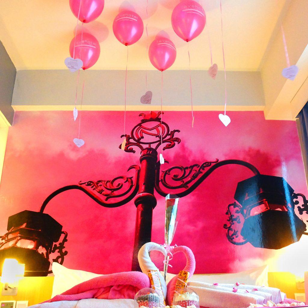 Dekor valentine fave hotel for Dekor kamar hotel